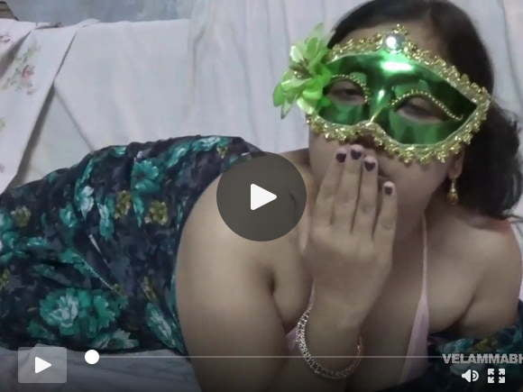 भारतीय रसदार बिम्बो वेलम्मा भाभी उसके बड़े स्तन fondl हो रही है