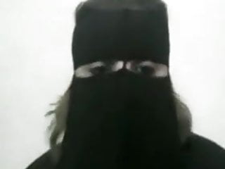 Milf shows chubby body in Niqab
