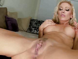 Light booty babe boobs mrbrain1988...