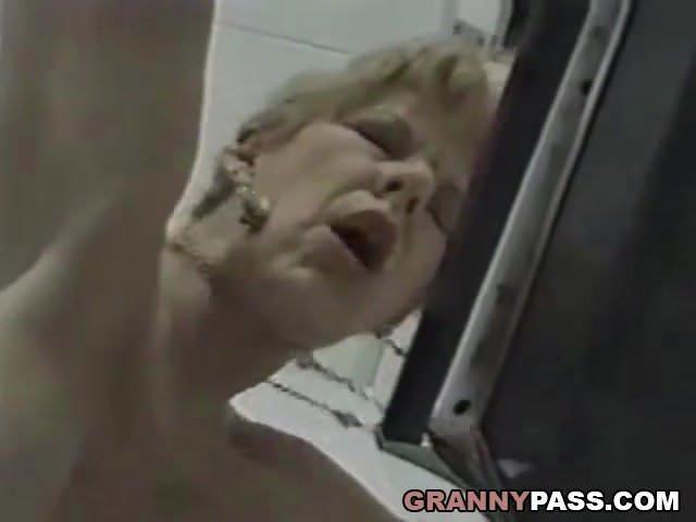 Konyhai szex videó anya és fia között