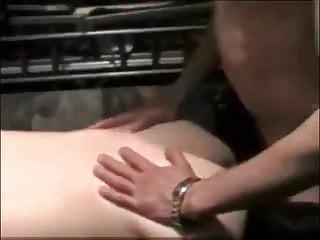 Vriendje laat zich bare neuken tijdens een sexparty
