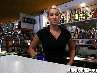 Public Pickups – HOT Czech bartender paid for quick fuck