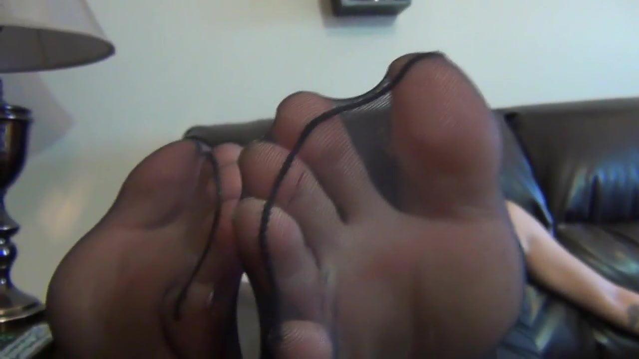 Girls Stinky Feet Smelling