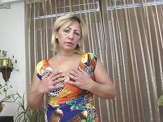 Fantastica mamma matura con vagina affamata