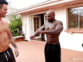 Muscular trainer hit on by hungry white bottom...