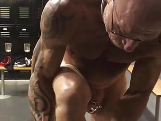 Slut at the gym. Preparing for use.