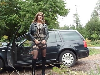Tranny masturbating in the woods...