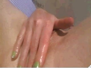 CamSlut fingering her nice yummy wet pussy