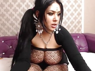 With henna shakes ass...