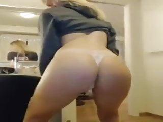 Katt Kirsten Rodhe mostrando seu rabo gostoso na webcam