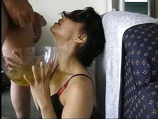 video: Amateur wife drink piss - slave cat