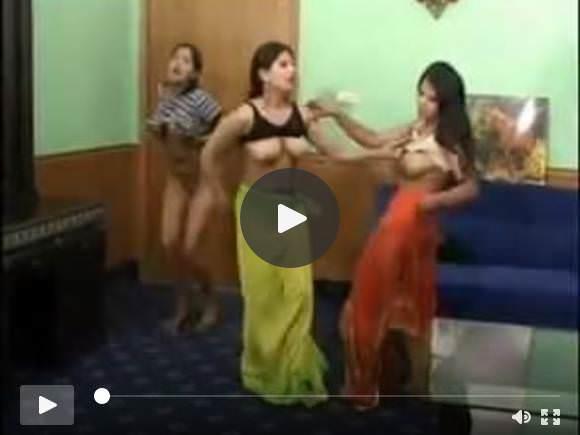 3 सेक्सी इंडियन लड़कियों की स्ट्रिप डांस नंगी