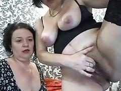 Leszbikus anyukák egymást öklözik