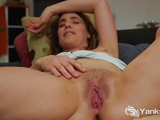 Fingering Softcore Blonde video: Yanks Leah Star's Juicy Close Up