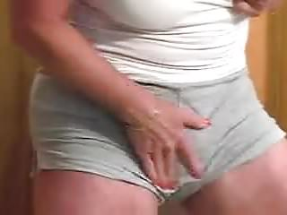 Huge clit machine squirt...