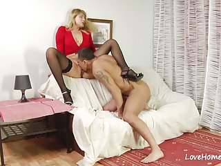 Pussy licking with a horny couple mp4...