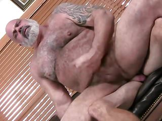 Hot daddy bear gets fucked...