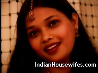 Indian housewife red sari stripping exposing big butts...