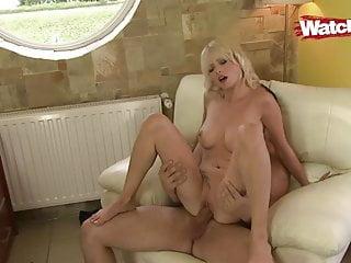 Schwarzen Blonde Milf Schwanz liebt Blonde Milf