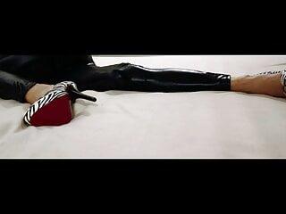 High heels in sexy black leggings , Glasdildo, Ehefrau, Milf