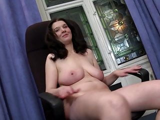 Madre matura con dolce corpo naturale