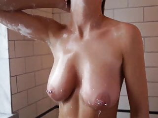 Teen Amateur Big Tits Bubble In the Shower — Retouch