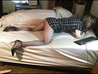 Crossdresser her knees shows her pantyhosed ass teasing...