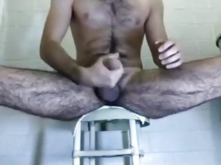Hairy arab stud pumps a big loud out...