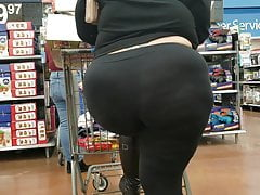 Candid Another Plumper Showcasing Off Her Fat Ass.