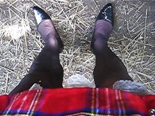 Pee under my skirt...