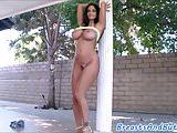 Bootylicious ebony beauty shakes her tits
