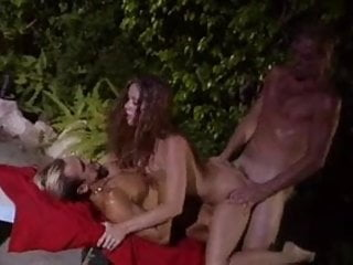 Tag team threesome with huge cumshot...