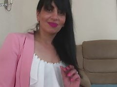 Arab mature mom from the UK with hungry vagina