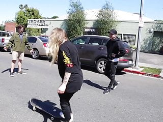 Avril Lavigne skateboarding