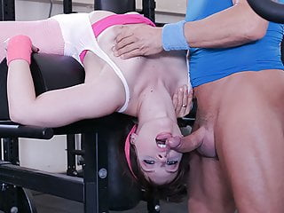 Therealworkout brunette gym...