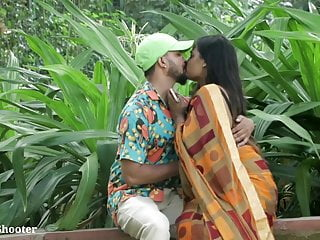 Indian Hot Kissing - Girlfriend Pranked in Saree