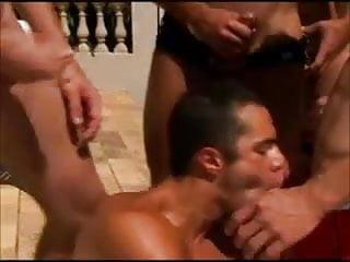 Suruba brasil na piscina...