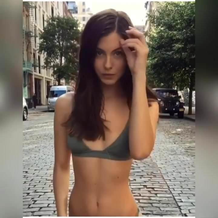 BEAUTIFUL GIRL BIG ASS IN BIKINI THONG