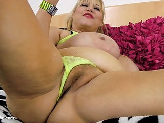 Old slut samantha 38g drills pussy with sex...