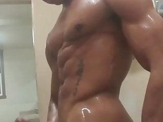 سکس گی Negro se masturba en la ducha del gym muscle  masturbation  massage  locker room  hunk  hd videos handjob  big cock  amateur