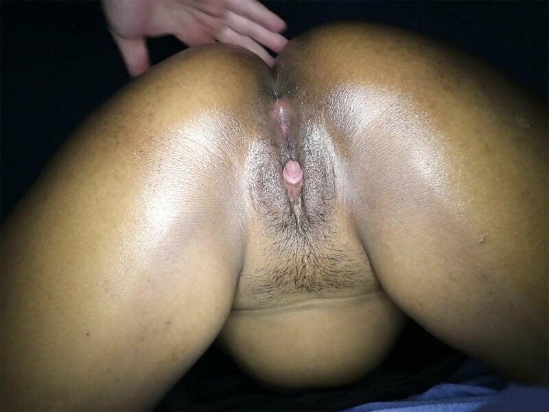Big clitoris amateur massage girl gives customer full service