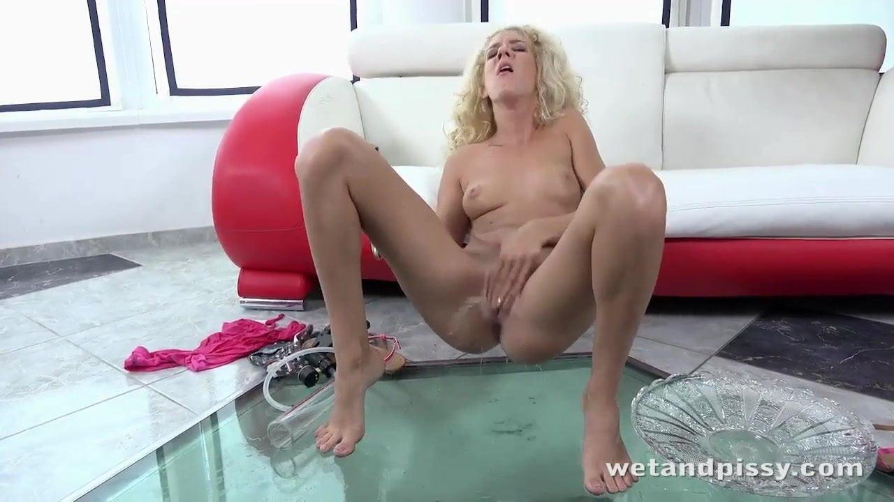 Pisilős videó összeállítás szexi csajokkal