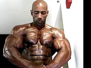 mature black bodybuilder pt 1 of 2...