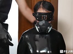 Fejira com – Latex slave girl in the box