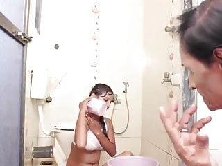 इंडियन बेब लिली हेरी पुसी गड़बड़ साथ ब्लोजॉब